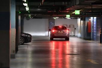 Minden parkolóházban ingyenes az éjszakai parkolás