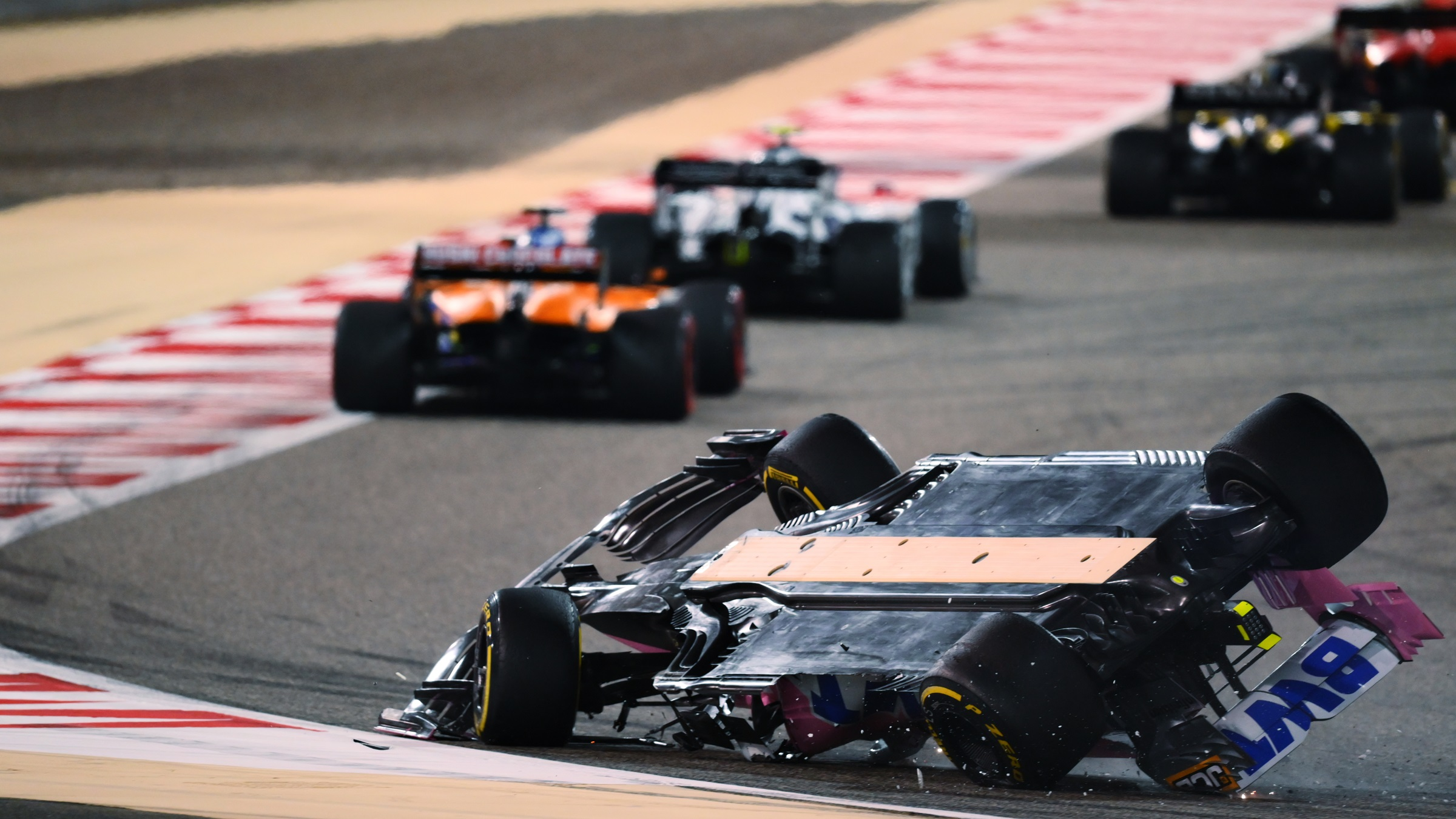 F1: Hamilton nyerte a bahreini horrorfutamot 2