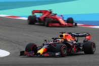 F1: Hamiltoné az első rajtkocka a bahreini éjszakában 1