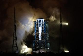 Kína elindult, hogy megfúrja a Holdat