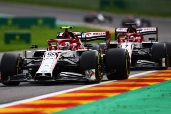 F1: Hihetetlen mérföldkő előtt Räikkönenék