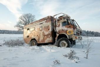 Off-road Kamaz lakóteherautó téli kirándulásokhoz