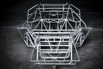 Csőszerelők, lakatosok, Lamborghini-rajongók, ez a csodás műremek hozzátok szól