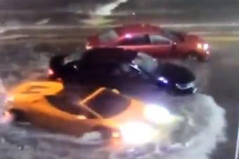 Majdnem tetőig gázolt a vízbe a Lamborghinivel, szerinted mi lett a vége?