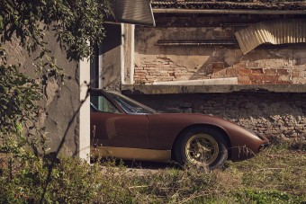 Fal mögé rejtették a ritka Lamborghini Miura SV-t