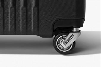 Forma-1-es gumikat kapott a luxusbőrönd