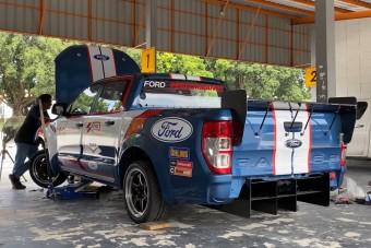Versenyautót építettek ebből a Ford Rangerből