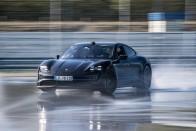 Sebességrekordot döntött a Porsche villanyautója 1