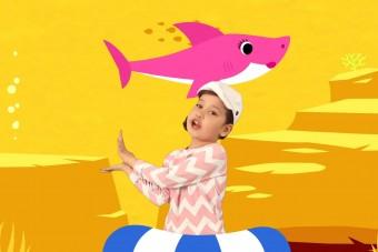 Cápákkal daloló kisgyerekek a YouTube új királyai