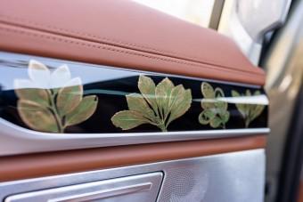 Aranyvirágok nőnek ebben az autóban