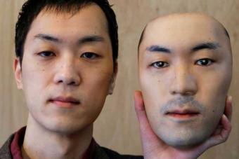 Ez az élethű arcmaszk a 2020-as arctakarási trend bizarr csúcspontja