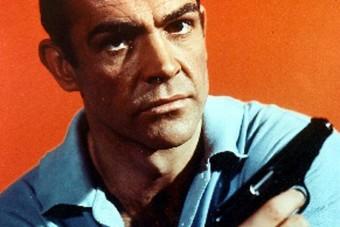 Áron felül kelt el a híres James Bond-pisztoly