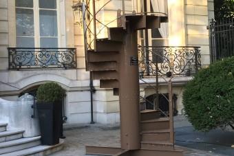 Egy vagyonért adták el az Eiffel-torony lépcsőit