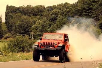 Ez a 808 lóerős Jeep inkább elhúzza, semmint megmássza a hegyeket