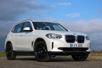 Villanyautók: a BMW téved vagy mindenki más?