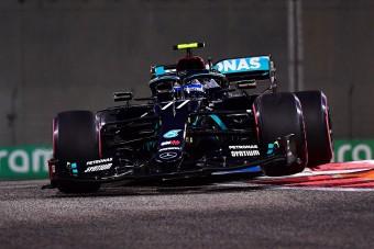 F1: Tűz és piros zászló az edzésen, élen a Mercedes