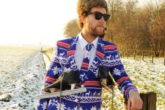 Az idei karácsony sem telhet el iszonyat ronda és olcsó öltönyök nélkül