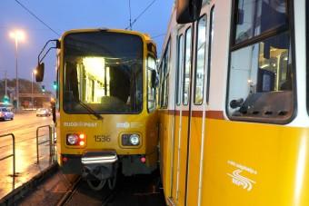 Összeütközött két villamos Budapesten - fotók