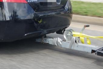 Ezek az autósok tudnak közveszélyesen élni, csúcsra járatták a tákolva vontatást