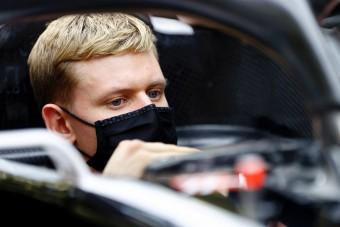 F1: Meglepő színűre festhetik Schumacher autóját