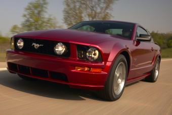 Vakmerő ötlet használt Ford Mustangot venni pár millióért?