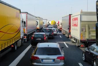 Forgalommal szemben mennek a kamionok, de a hatóságokat nem érdekli