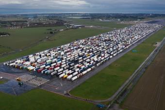 Angliában rekedt magyar kamionsofőröknek szerveznek segítséget
