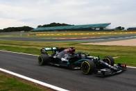 Hivatalos: Lovaggá ütik Lewis Hamiltont 3