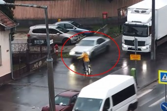 Eszelős: a járdán tépett a pofátlan pesti autós