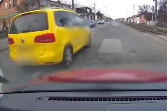Mérgezett egérként hasított a taxis az Üllői úton