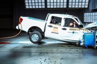 Megbukott a légzsákok nélküli pick-up a törésteszten