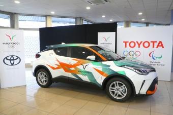 Magyar olimpikonoknak adott autókat a Toyota