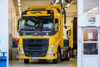 Látványos felvételeken a Waberer's új vontatói