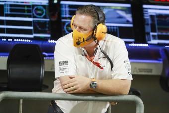 F1: Elkülönítették a McLaren főnökét