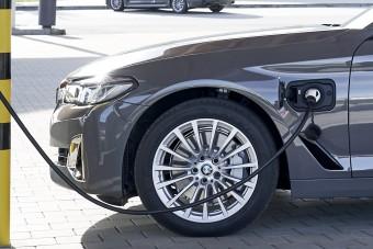 Belépő konnektoros hibridek a BMW-től