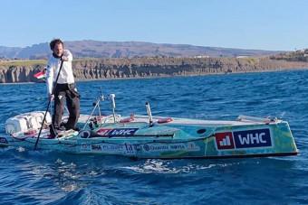 Elindult a magyar sportoló, hogy állva evezze át az óceánt