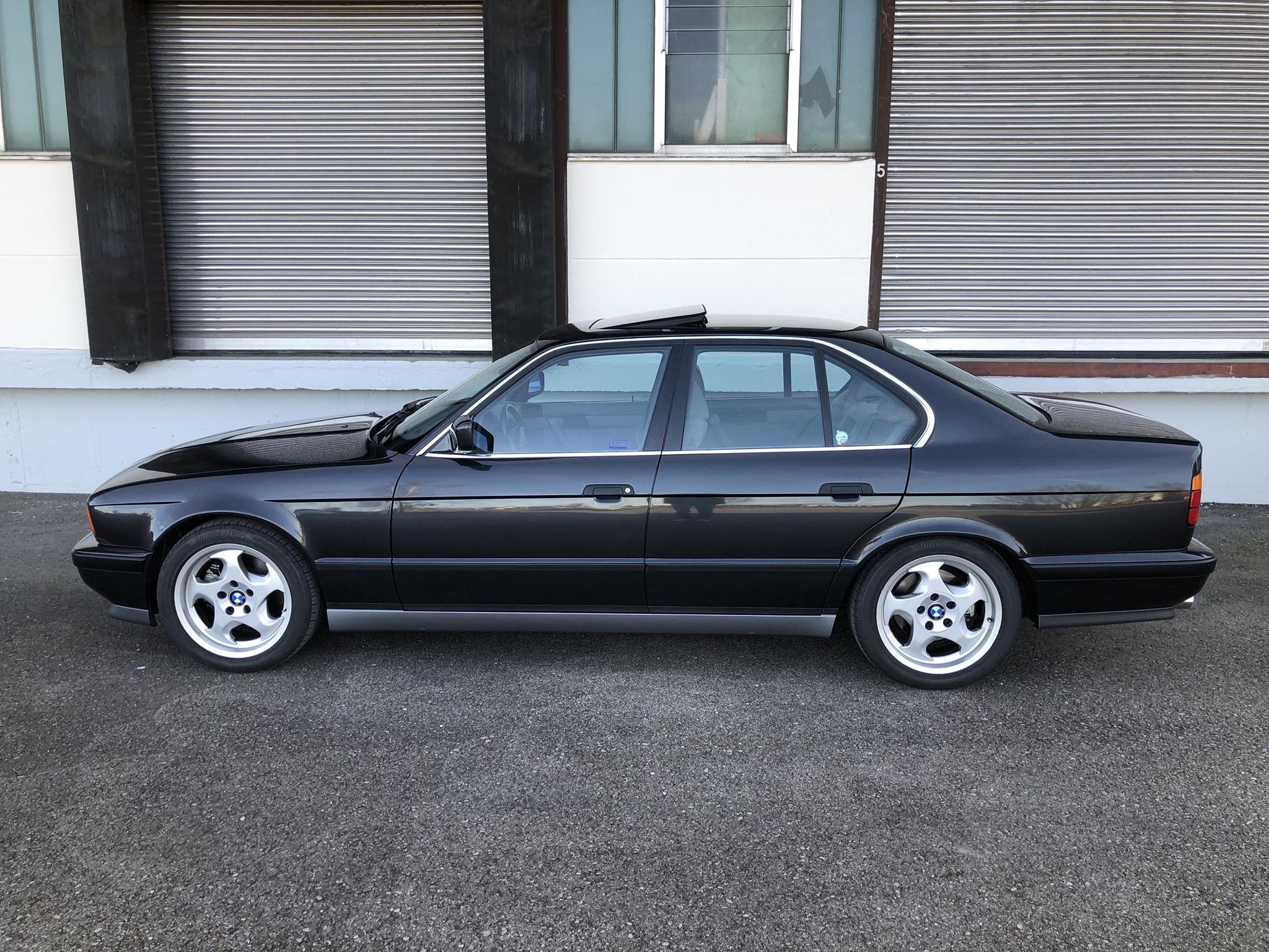 Egy vagyont kérnek ezért a gyári állapotú 1992-es BMW M5-ösért 5
