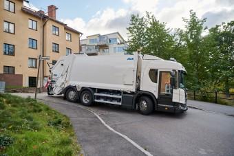 Befelé nyíló ajtóval készülnek a Scania kukásautói