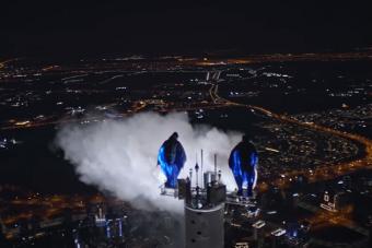 Ketten is leugrottak a világ legmagasabb épületéről