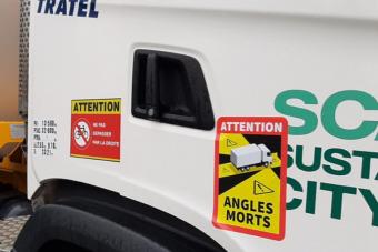Komoly büntetést kaphat a kamionos, akinek nincs ilyen matricája