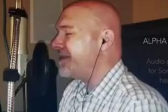 Hallgasd meg a világ legmélyebb férfihangját