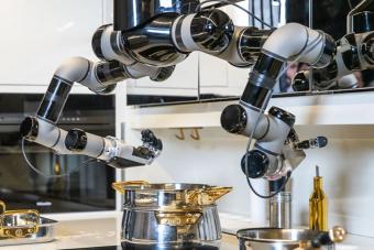 Ez nem konyhai robotgép, ez maga a robotizált konyha
