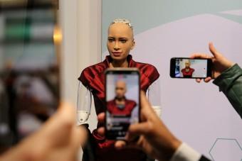 Elkezdik Sophia, a humanoid robot tömeggyártását