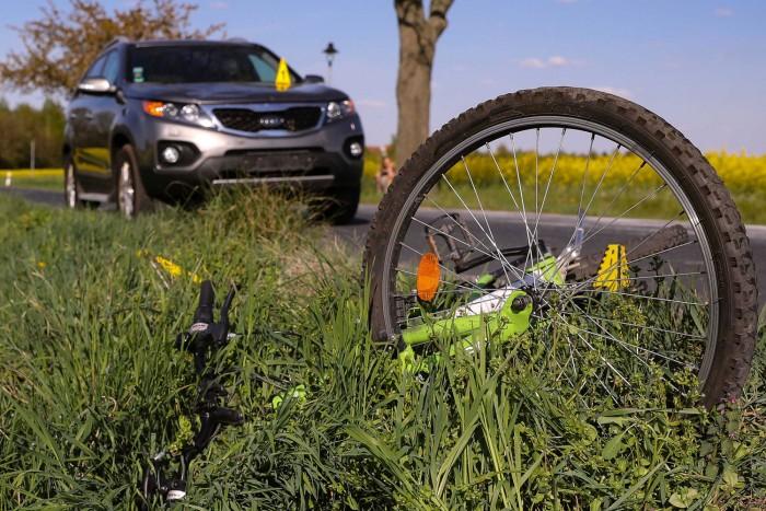 Büntetés nélkül megúszta a kerékpárost gázoló gyorshajtó autós