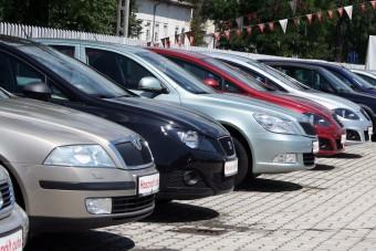 A szigor ellenére öregebb autókat hoznak be külföldről a magyarok