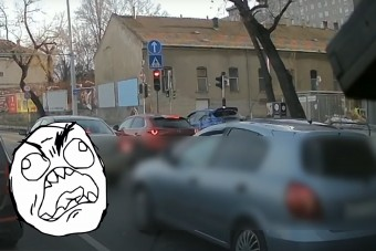 Járdán zúzott végig a Subaru a dugó mellett Pesten, azt hitte ez valami videójáték