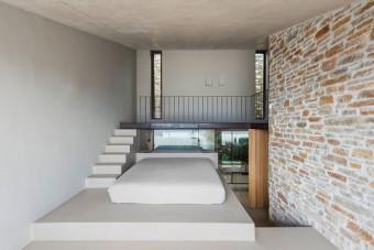 Tökéletesen illik a kopár, görög tájba ez a minimalista luxusbarlang