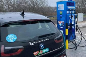 14 új villanyautó-töltőt adott át a Mol, itt vannak