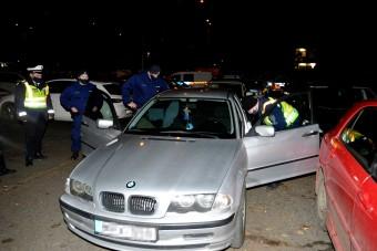 Komoly autós üldözés volt Budapesten, járdákon menekült a sofőr