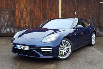 Mit tud egy 700 lóerős Porsche Budapest belvárosában?
